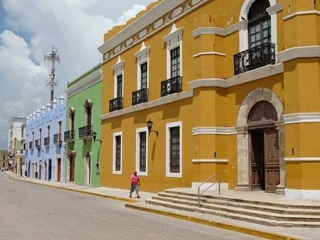 美しい静かな通り壁カンペチェ市メキシコ