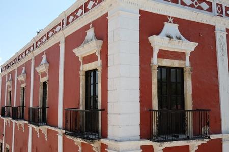 メキシコのカンペチェの美しい街でカラフルな家