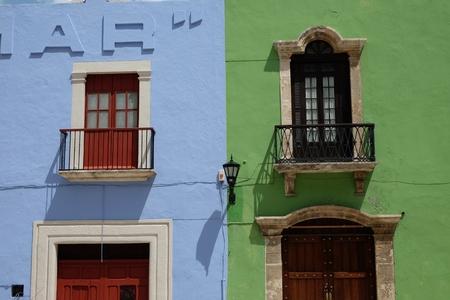 メキシコのカンペチェの美しい街でカラフルな windows 写真素材