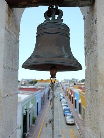 美しい海賊攻撃の警告する砦の古い鐘壁カンペチェ市メキシコ
