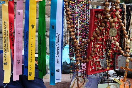 宗教的なお土産やメキシコの教会で前 votos 写真素材