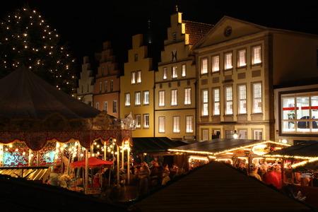 Ein Weihnachtsmarkt Standard-Bild - 50727068