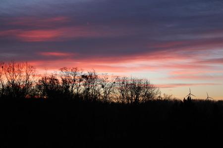Ein Sonnenuntergang Standard-Bild - 50905991