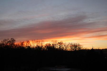 Ein Sonnenuntergang Standard-Bild - 50905993