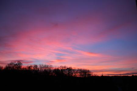 Ein Sonnenuntergang in Deutschland Standard-Bild - 50905996