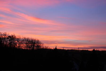 Ein Sonnenuntergang in Deutschland Standard-Bild - 50905997