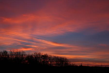 Rote Wolken  Standard-Bild - 50906000
