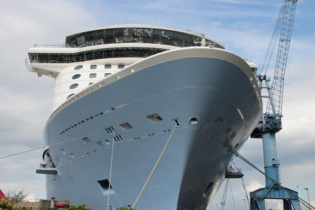 Ein Schiff in einer Werft Standard-Bild - 53498910