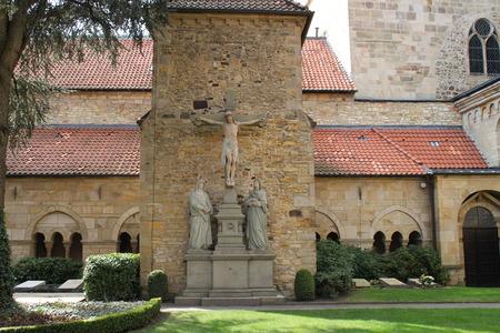 Ein Domgarten Standard-Bild - 57919358