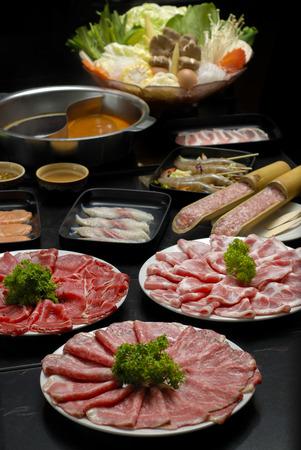 すき焼き新鮮な牛肉豚肉、野菜、ディナー セット