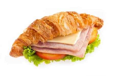 白い背景の上のクロワッサン ハム チーズ