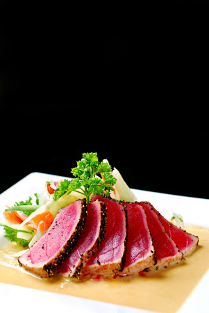 Seared Tuna with Salad and cream sauce