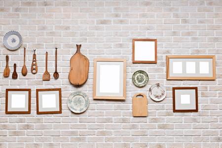 부엌 벽에 액자, 벽돌 벽에 사진 미술관