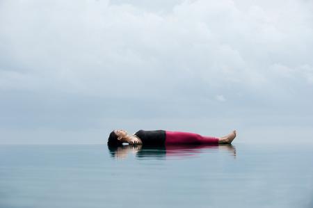 요가, Savasana 시체 포즈 물에 떠있는 휴식 포즈