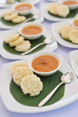 jasmine rice: Jasmine Rice Crackers y salsa de carne de coco