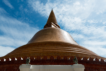 Phra Pathom Chedi, at 120.45 meters one of the tallest pagodas in the world. It is in Nakhon Pathom city centre, THAILAND Stock Photo