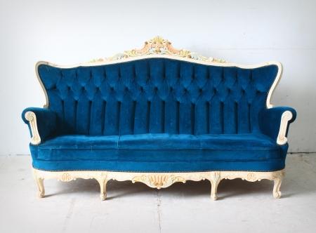 blue leather sofa: Lussuoso divano d'epoca