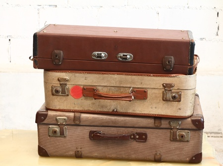 antique suitcase: vintage Luggage