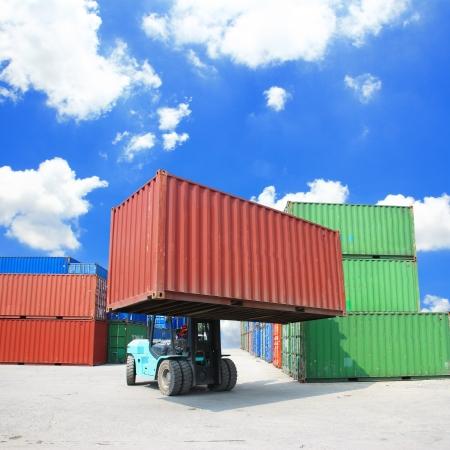 vorkheftruck hanteren van de container doos