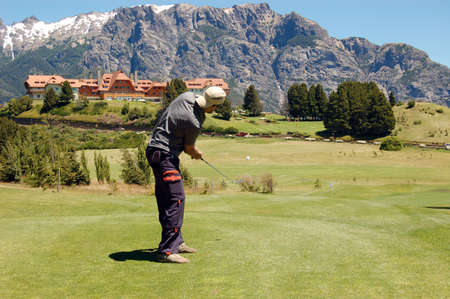 man playing golf in a court in the mountains Stock Photo