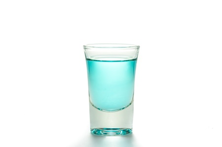 blue tonic shot glass Stockfoto