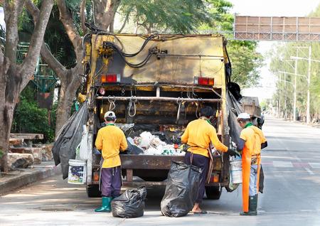 recolector de basura: camión de la basura Foto de archivo