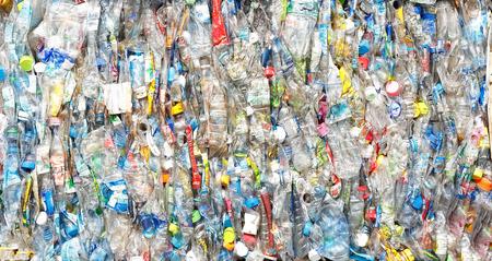 reciclar basura: pet plástico botella prepararse para reciclar