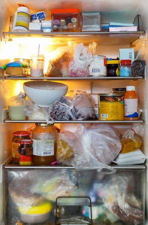 refrigerador: sucia e insalubre refrigerador alimentos
