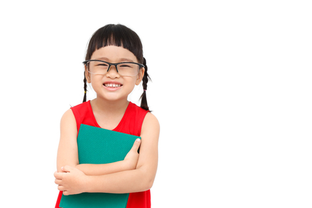 mignonne petite fille: chinese girl �tude porter robe rouge et tenir un livre