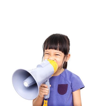 Het Aziatische die meisje kondigt door megafoon aan op witte achtergrond wordt geïsoleerd Stockfoto - 48470757