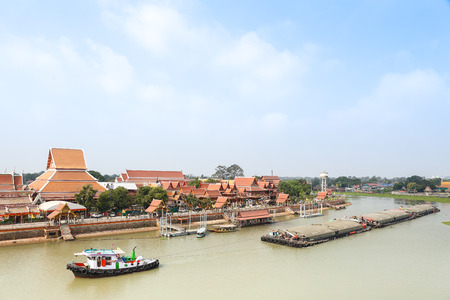 phra nakhon si ayutthaya: AYUTTHAYA, THAILAND - APR 17 : Sand ships carrying  in front of  Wat Phananchoeng at Historic City of Phra Nakhon Si Ayutthaya