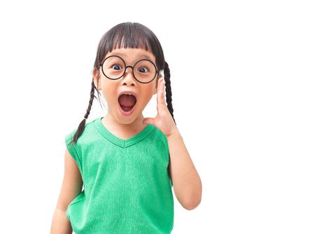 놀란 얼굴로 아시아 어린 소녀의 한마디 스톡 콘텐츠