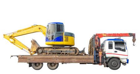 Traktor auf Kranwagen isoliert auf weißem Hintergrund. Beschneidungspfad Standard-Bild