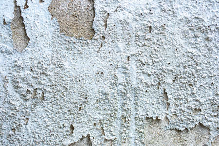 Paint bubbling and blistering on the old concrete wall. Stockfoto