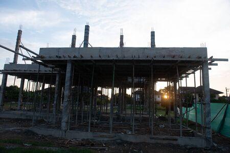 罗勇,泰国 -  3月25日2020年不明的商业,建筑,团队合作和人概念建设工人在该地区工作。