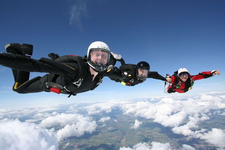 formations: Skydivers vorm een lijn Stockfoto