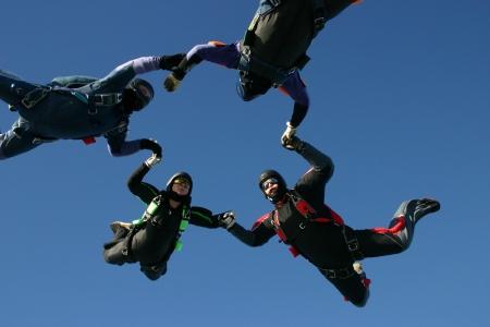 formations: Skydivers vormen een cirkel Stockfoto