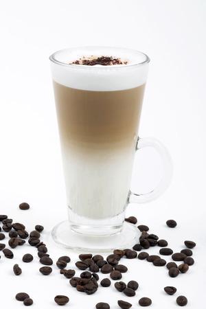 Latte macchiato met koffiebonen