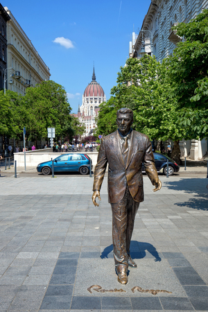 ronald reagan: Budapest, Hungary - May 21: Statue of Ronald Reagan on May 21, 2016 in Budapest, Hungary