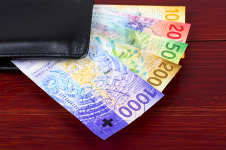 New Swiss Francs in the black wallet Stockfoto
