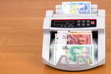 French Francs in a counting machine Stockfoto