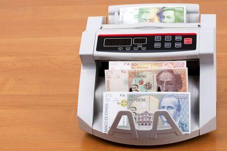 Old Spanish peseta in a counting machine Stockfoto