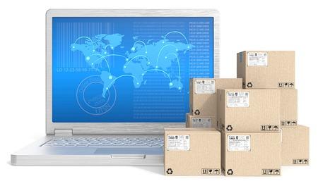 cajas de carton: El envío global. Ordenador portátil con pantalla de mapa de red GLOBL y la pila de cajas de cartón. Foto de archivo