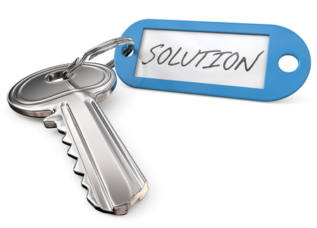 Schlüssel zur Lösung. Moderner Stahlschlüssel und blauer Plastik Tag Etikett mit dem Text Lösung. 3D übertragen.
