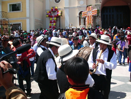 else: Andean musicians performing a melody
