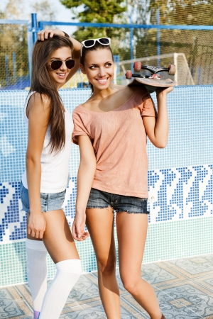 Two young sensual skaters in piscina, outdoors photo