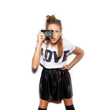 아무 명: 젊은 여자에 이름 복고풍 카메라를 사용하지 않고 사진을 만들기.