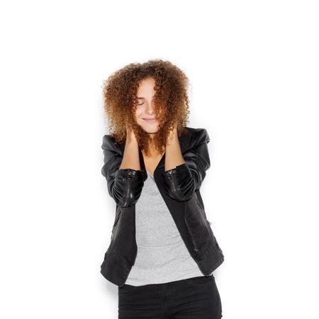 cheerful woman: Retrato de una mujer joven con peinado afro