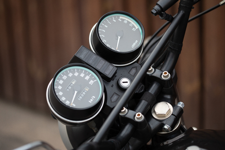 Motorcycle dash display instruments with speedometer and tachometer Imagens