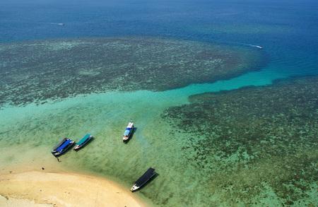 ビリトン、インドネシア ・ Lengkuas 島の美しさ 写真素材 - 78735182